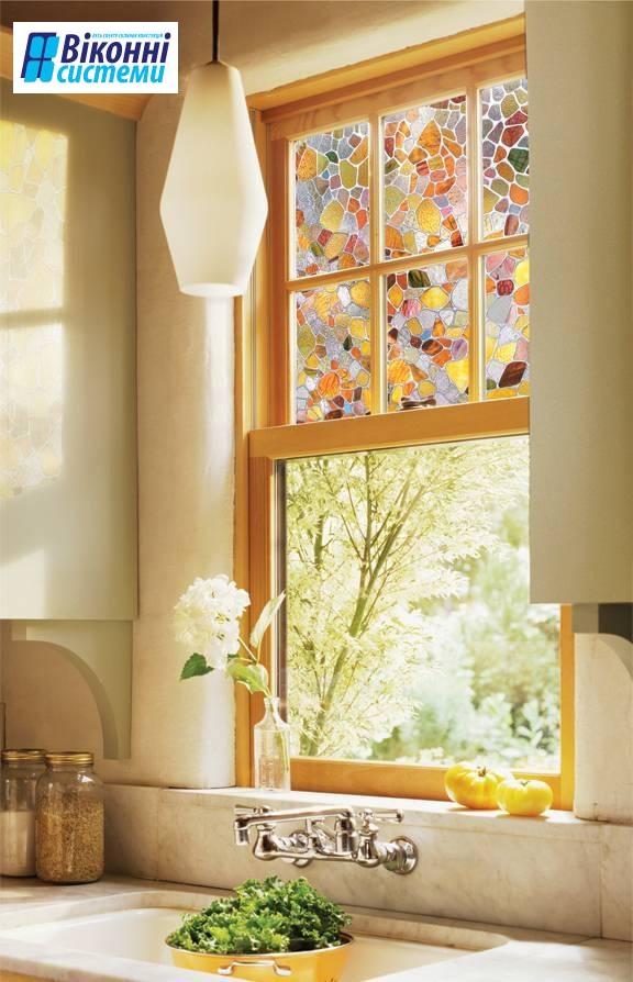 Поклейка вікон вітражною плівкою