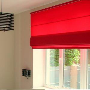 Простота конструкції дозволяє легко керувати, доглядати і замінювати тканину штори.